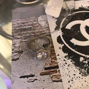 Used women Engagement ring Beautiful ring